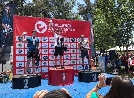 Triatletas queretanos en el podio