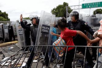 policia-federal-logra-contener-a-caravana-migrante-ap-1