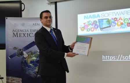 Foto JOVEN DIVULGA CONOCIMIENTO ESPACIAL EN AEM A TRAVÉS DE SEMINARIO NASA WORLD WIND